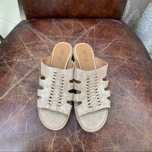 NWOB Euro By Sofft gold espadrille sandals 8 1/2 M
